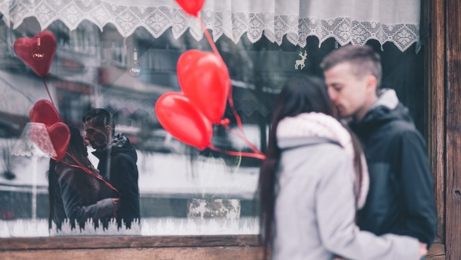 5 Ways to Make The Woman In Your Life Fall in Love With You