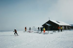 7 Best Ski Destinations for Family Trip in This Winter